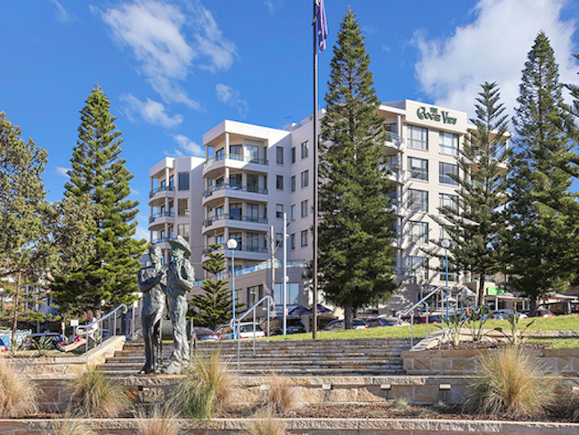 One of life's great luxuries is the ability to step out of your apartment and stroll along the beach at dawn. Coogee Beach is one of Sydney's premiere beaches located just minutes from both the CBD and Sydney's International and Domestic Airport.